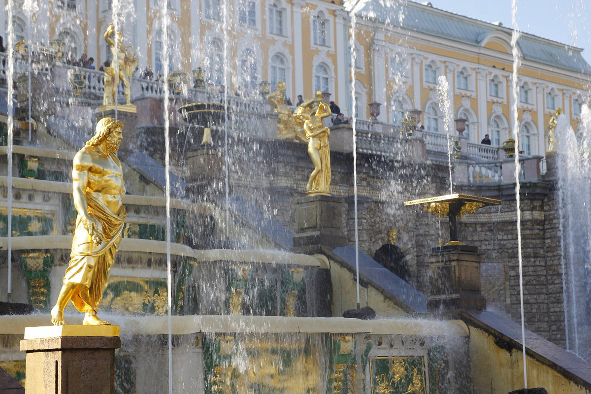 Grandiose Grand Cascade of fountains at Peterhof Palace in St Petersburg, #Russia <br>http://pic.twitter.com/QuQismbyGp