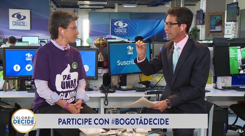 """""""No me voy a dejar chantajear de los amigos por un voto. A mí no me chantajea nadie, no doy un puesto o un contrato por un voto jamás"""": @ClaudiaLopez en #BogotáDecideEN VIVO desde Facebook >>> https://buff.ly/2zb7sR3EN VIVO desde YouTube >>> https://buff.ly/2PaDE1y"""