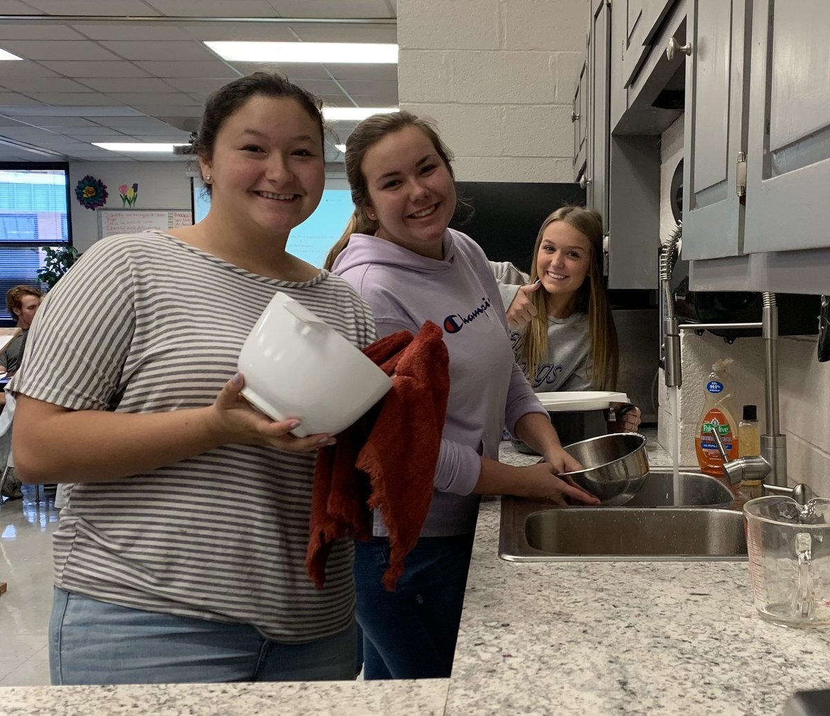 We had a great day completing our first food lab of the year in Nutrition classes! We made Pasta Salad while practicing kitchen safety procedures and knife handling techniques! #seizetheday @DCcougarnation @raylecomte <br>http://pic.twitter.com/cdhfOMY37v