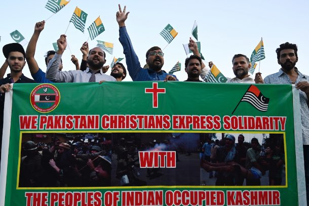 Pakistani Christians shout anti-Indian slogans during a protest in Islamabad on Aug. 19 over India's decision to strip the region of its autonomy and impose a lockdown. #KashmirWantsFreedom<br>http://pic.twitter.com/p3ul7hgOV9