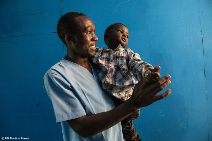"Inspiring! Kasereka lost his son, mother and wife to #ebola. He's now looking after children affected by the virus at a #UNICEF-supported nursery in Butembo, #DRCongo. ""It's a difficult time for me, but caring for babies gives me purpose in life."" v/@unicef"