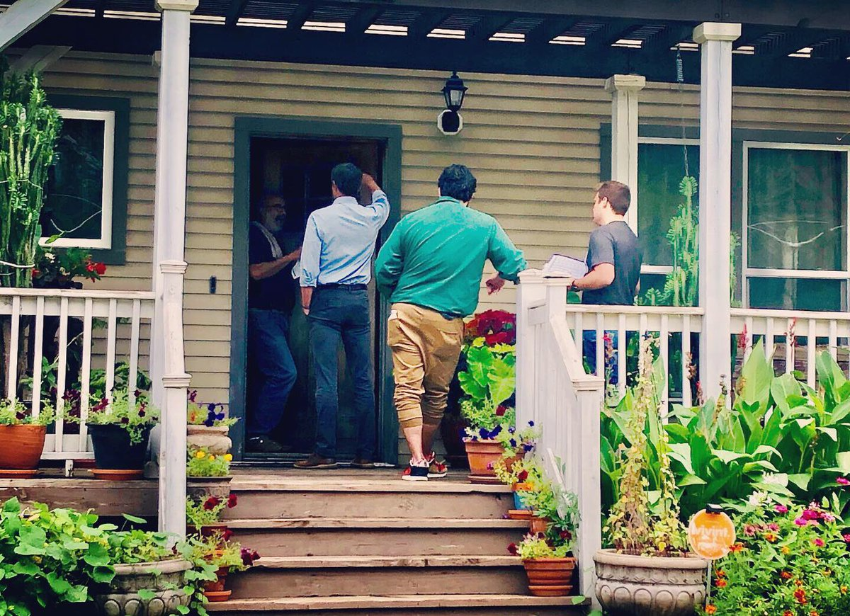 We're not going to write anyone off or take anyone for granted. That's why we went door to door in Des Moines—listening to and learning from those we want to fight for and serve. Big thanks to the supper club who invited us inside for good food and even better conversations. <br>http://pic.twitter.com/C4FaoPVTqK