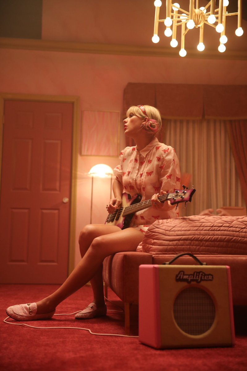 "Taylor Swift looks so gorgeous in a still from the ""Lover"" music video which will air tomorrow at the end of her YouTube livestream.  <br>http://pic.twitter.com/P4gpu8VpVw"