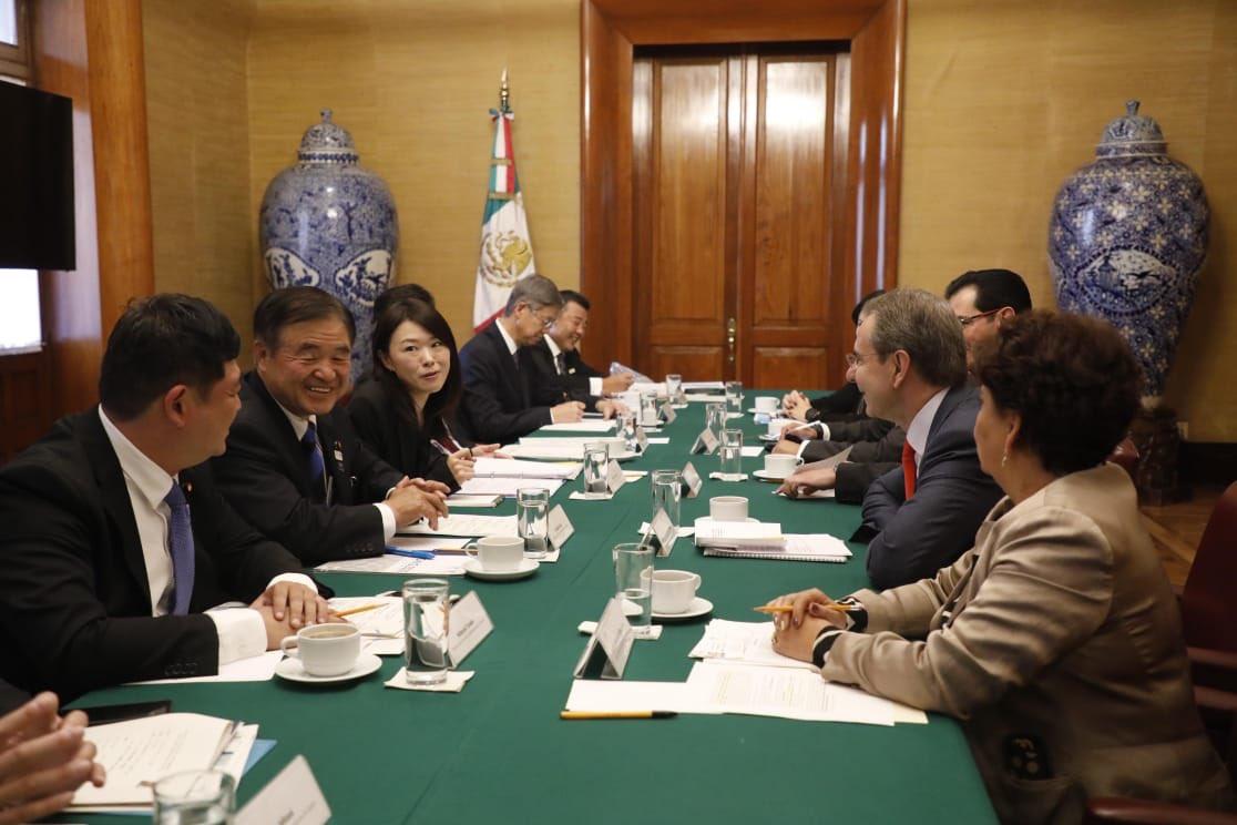 Nos reunimos con el embajador de #Japon, Yasushi Takase y con distinguidos miembros de la Cámara de Representantes del Japón en México para intercambiar experiencias de éxito en #educación.