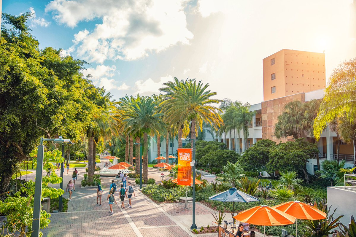 Fact: campus looks better with #canes back on it.  #umiami<br>http://pic.twitter.com/voXHBHmobx