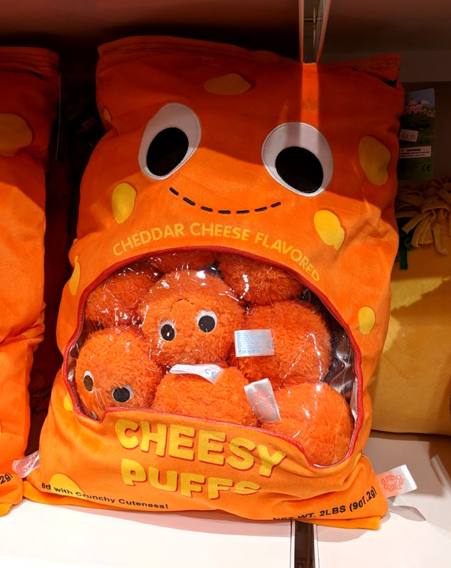 hi everyone! it's big blob!  blobs love cheese  #foodtravelchat<br>http://pic.twitter.com/oadnqkRDuI