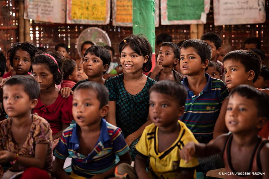 """Young #Rohingya #refugees are eager to learn - but too many arent attending education programs. """"The hopes of a generation of children and adolescents are at stake. We cannot afford to fail them"""" ~ @UnicefChief. More: uni.cf/2L3aGf1 @educannotwait v/@unicefusa @ungei"""