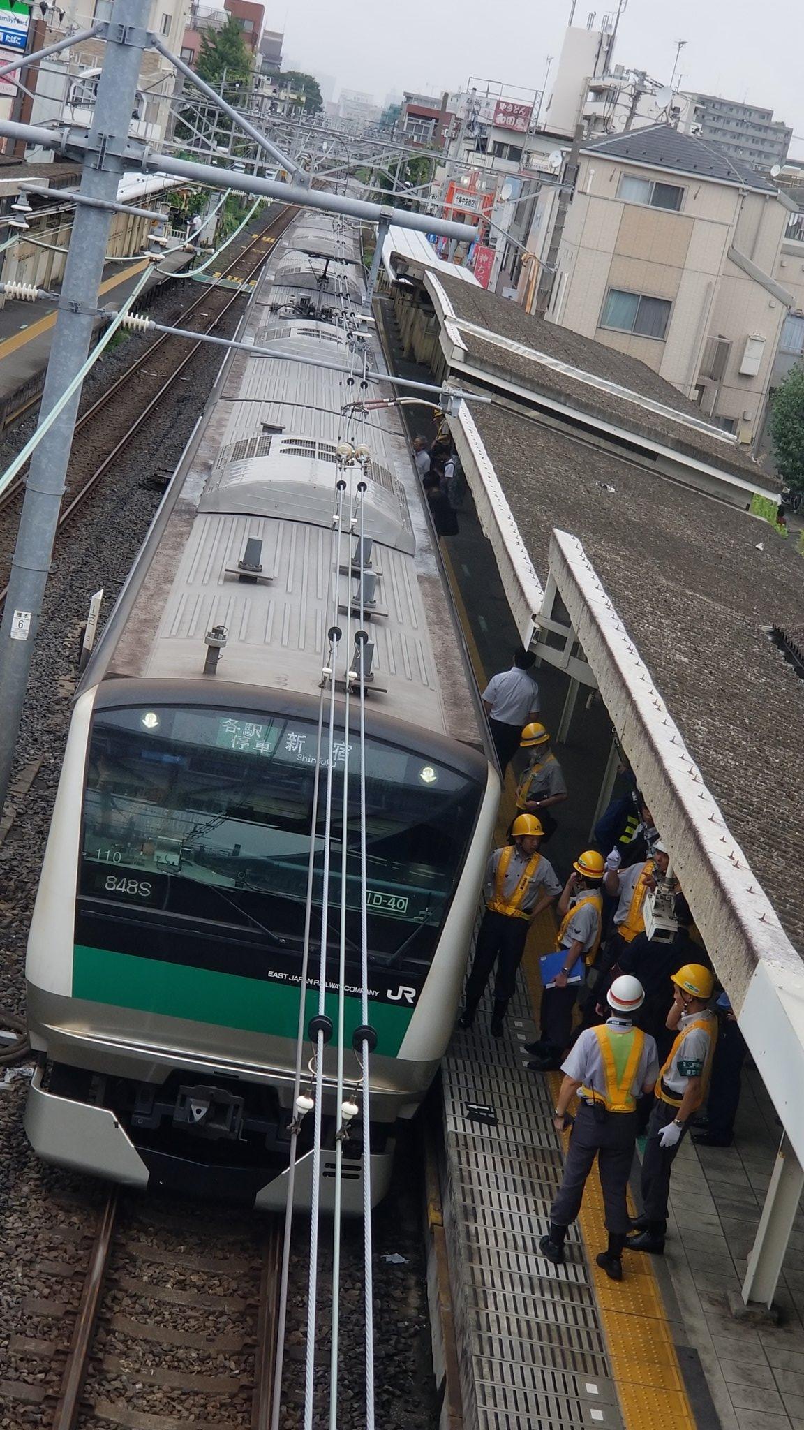 十条駅の人身事故で救護活動している現場の画像