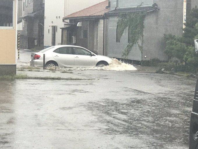 七尾市がゲリラ豪雨で冠水している現場の画像