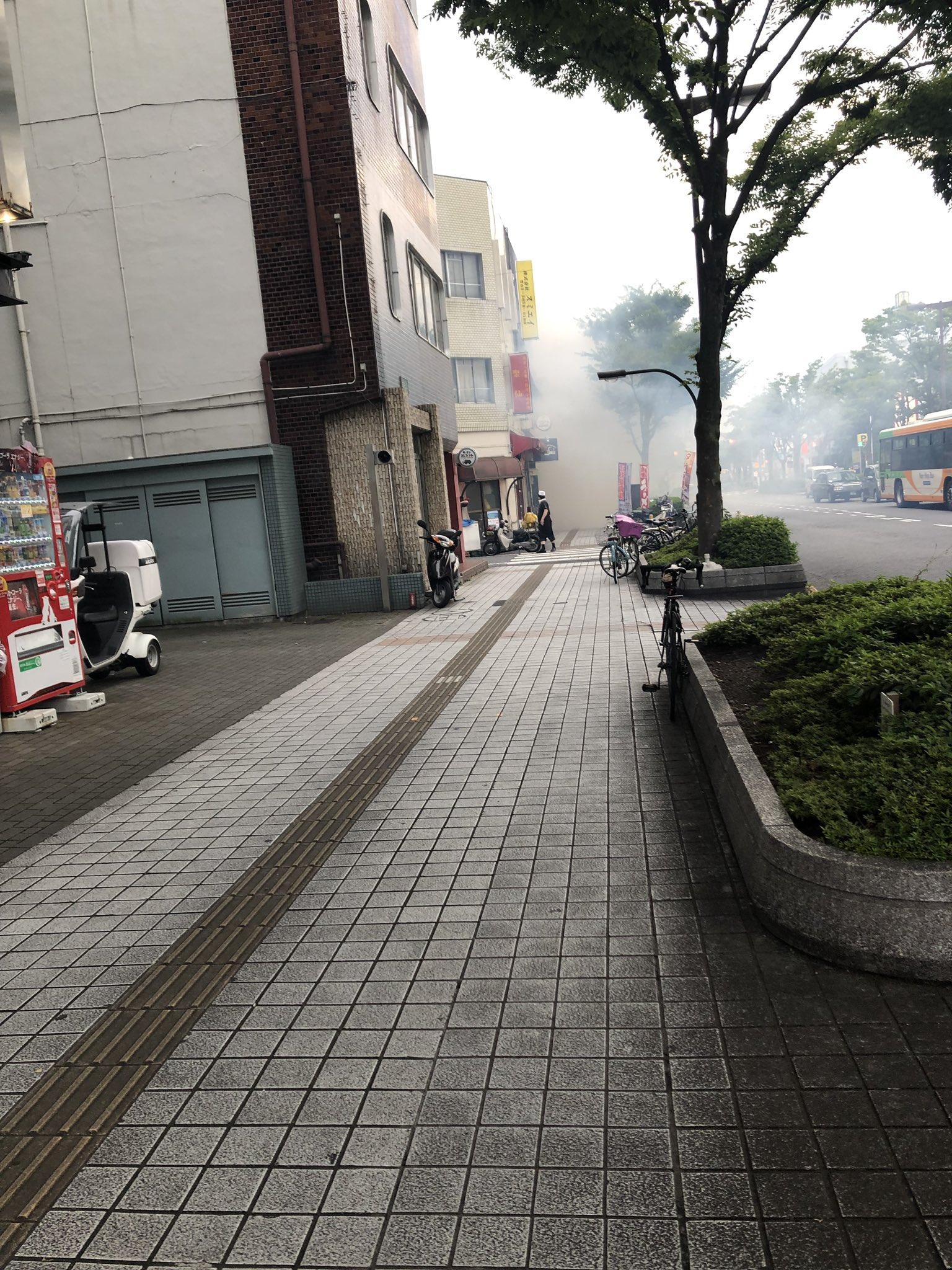 画像,竹ノ塚の大関東?みたいなとこから煙笑笑 https://t.co/DwOaTc9TPZ。