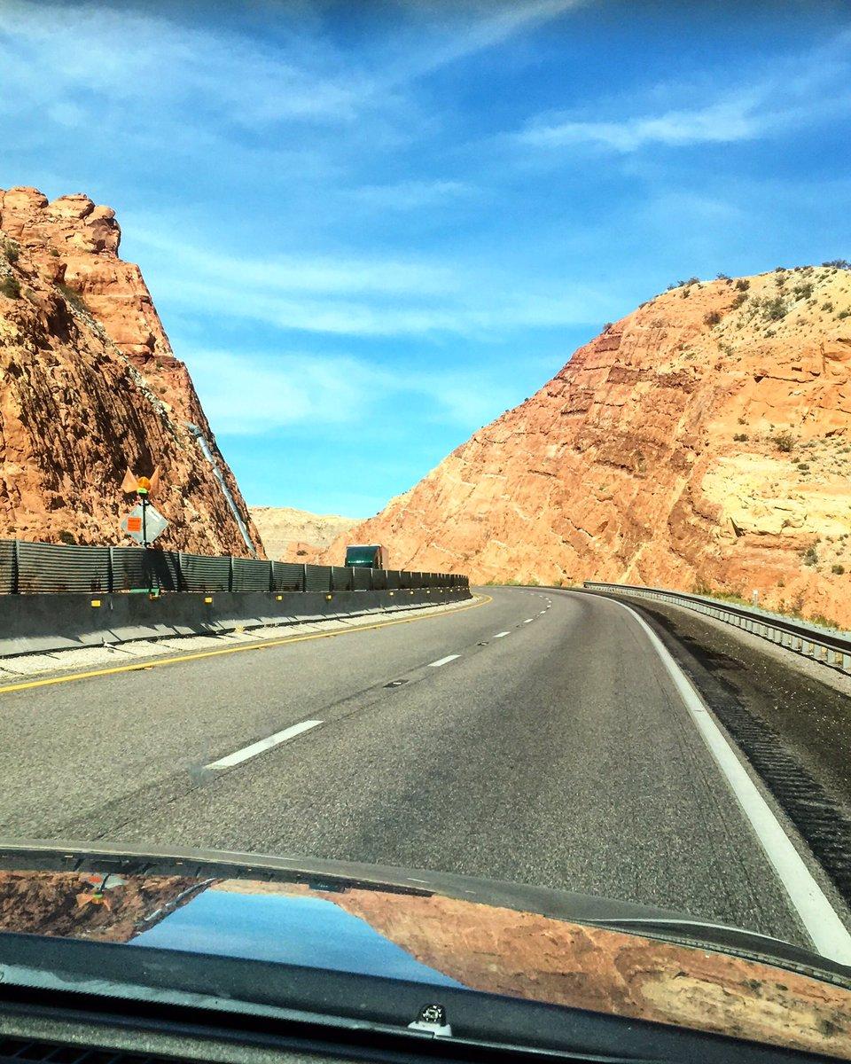 Los quiero tanto, que les traje unas fotos camineras de Utah.