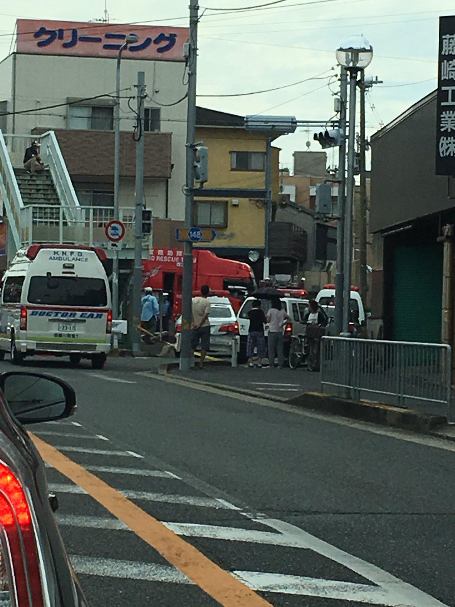 枚方市茄子作で車と人が衝突する事故が起きた現場画像
