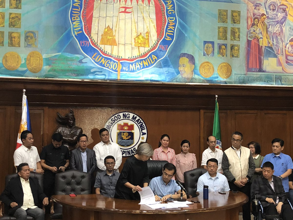 Commitment delivered! Mayor @IskoMoreno signs Ordinance No. 8567 granting 20% Reduction on the Incremental Real Property Taxes due on all Classes of Real Properties in the City of Manila.
