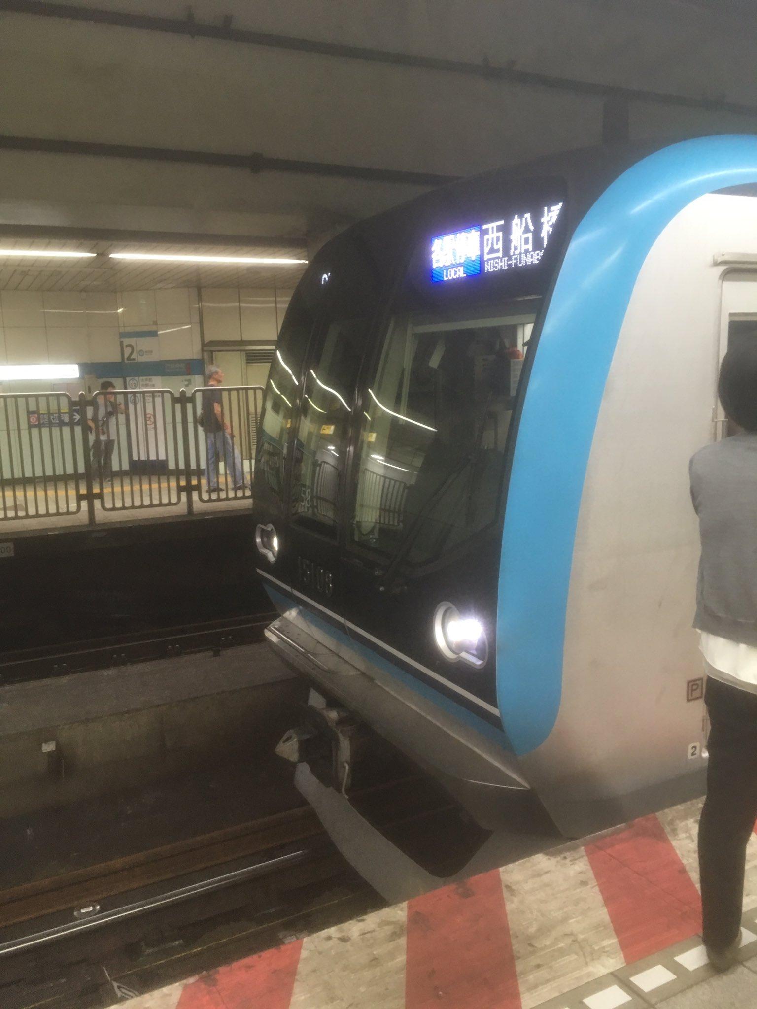 門前仲町駅の線路内立ち入りで運転を見合わせている現場の画像