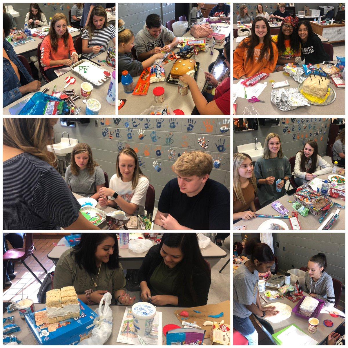 @DCcougarnation Mrs. Alt's A&P class working on skin anatomy cakes  #seizetheday <br>http://pic.twitter.com/vT7hMOht5z