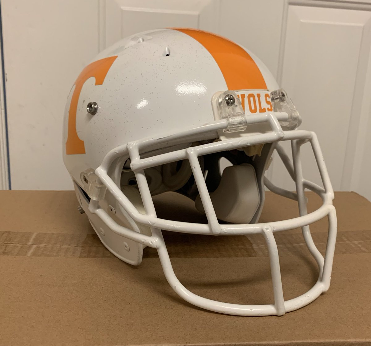 Another @Vol_Football helmet finished! This one is based on the style Eric Berry wore from 2007-2009! https://t.co/8EBLuB8deH