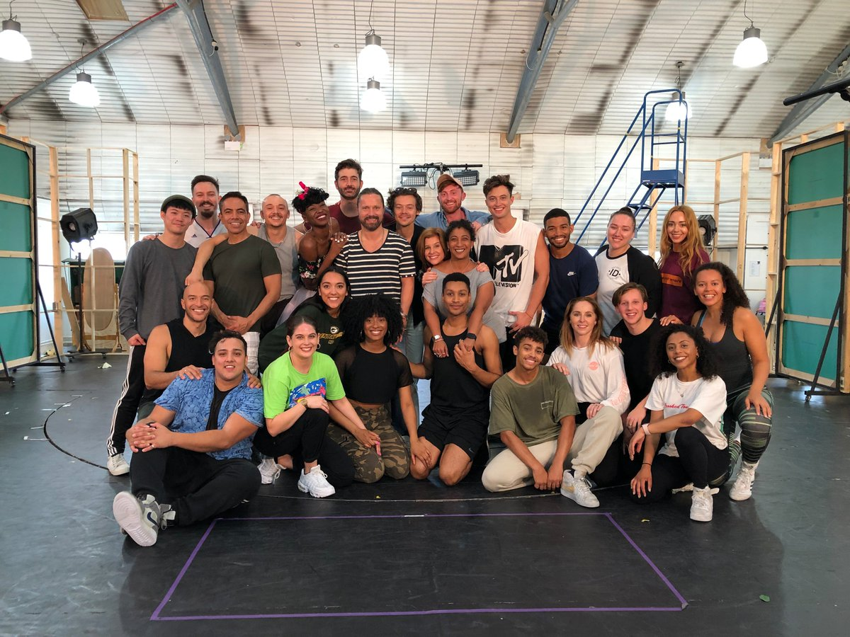 When Harry met... Juliet!   Harry Styles dropped by to say hello and get a sneak preview of @julietmusical this morning. Can you spot him in this pic with our lovely cast and music legend Max Martin?  #RomeoWho #JulietMusical #openingsoon<br>http://pic.twitter.com/klirFIi2i6
