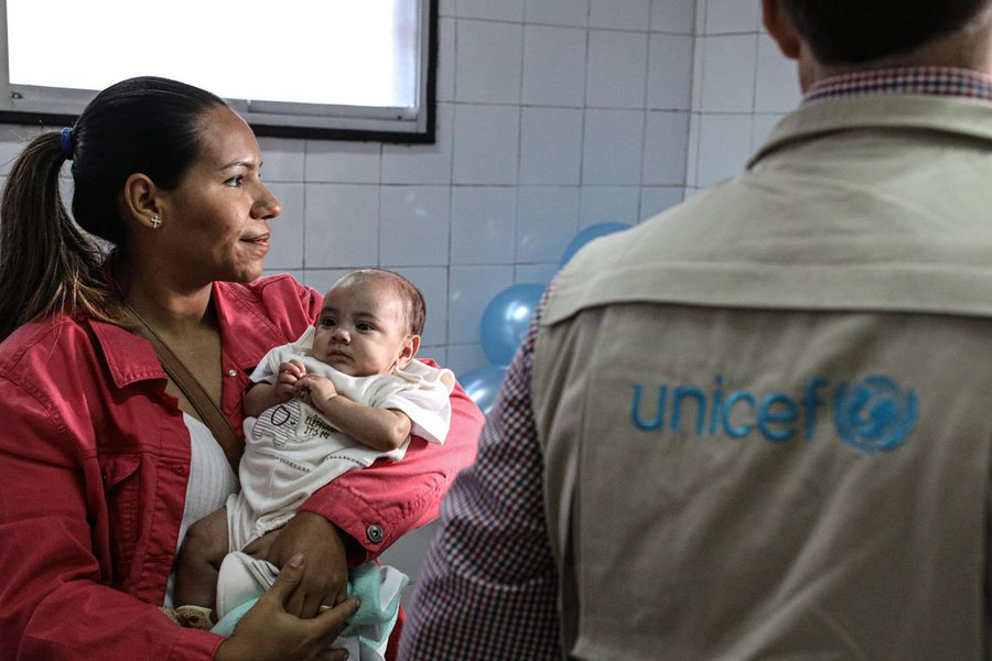 1 in 3 children in #Venezuela need humanitarian aid. Concerned that the current situation is rolling back decades of progress for children, #UNICEF needs support to reach more vulnerable children. Donate: ow.ly/WBiL50vBSMr @unicefvenezuela v/@unicefcanada