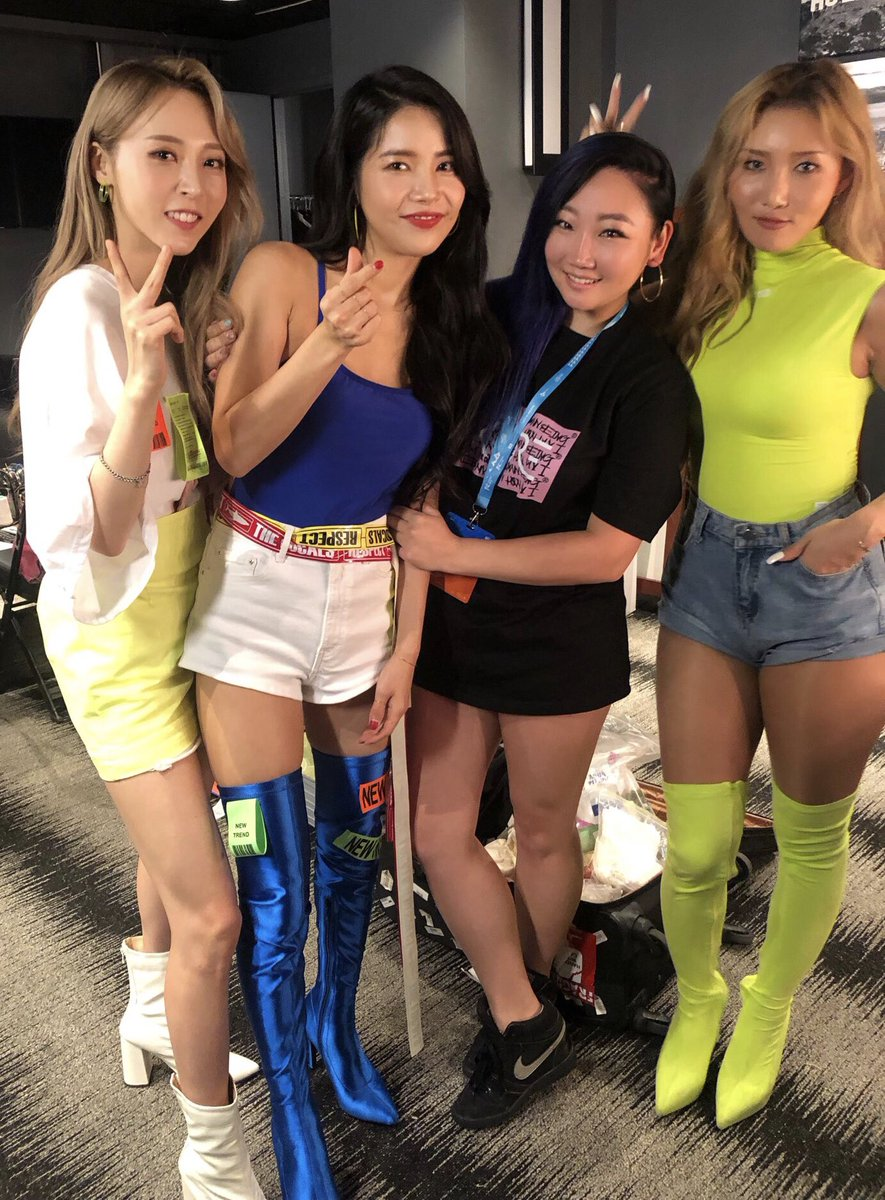 It was so good seeing & working with my babies again. So proud to see how far they've come. Wish Wheein made it too. Hope you guys had fun at our artist engagement! #mamamoo #solar #hwasa #moonbyul #wheein #kcon19la #eSNa #esnathesinger #마마무 #에스나 #솔라 #화사 #문별 #휘인