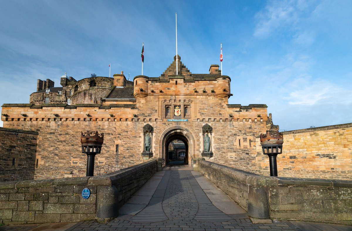#OnThisDay in 1822, royal focus returned to the castle as King George IV made a triumphant visit to the castle. This saw a reconciliation between the Scots and the Hanoverian monarchy. He was the first reigning monarch to do so since 1650. #EdinburghCastle