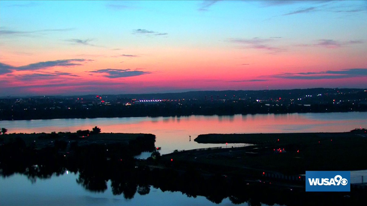 Today was a stunner!  Here are my top 4 pics of the sunrise from Thursday AM in DC.  #WUSA9Weather #GetUpDC <br>http://pic.twitter.com/OPIBfJV30w
