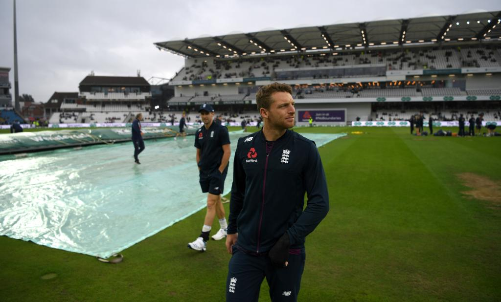 More rain has delayed the start of play at Headingley ☔#Ashes updates 👇http://bit.ly/Eng-v-Aus3