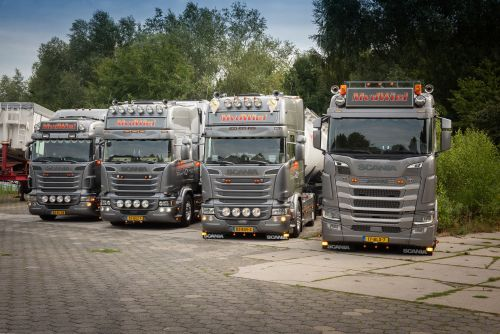 test Twitter Media - https://t.co/9EzmtYIVhT Van de Wiel bouwt zijn droom verder uit met Scania S450. Van huis uit is hij gewend aan een ander merk. Maar van de zes trucks die Mike van de Wiel sinds de oprichting van zijn transportbedrijf in 2012 heeft aangeschaft, is het leeuwendeel toch een Scania. https://t.co/OOdYx5S3xu
