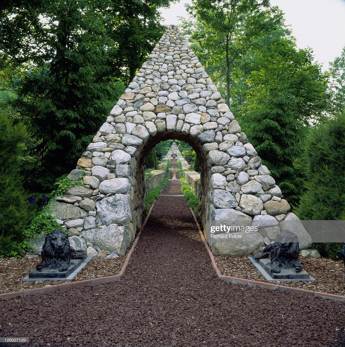 Jan Johnsen On Twitter Stone Pyramid Archway And Lion Sculptures
