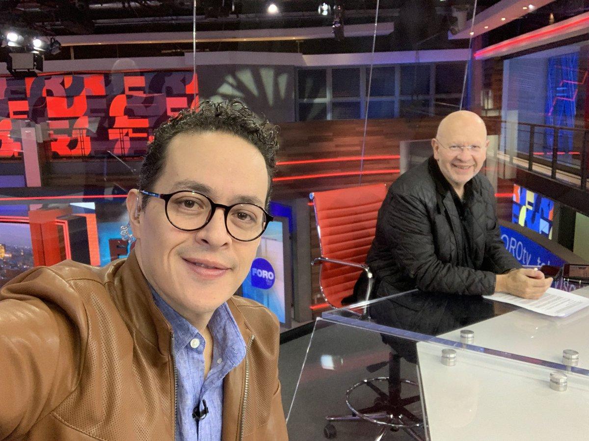 Es #JuevesDeTele en @Foro_TV y hablaremos del acercamiento del @GobiernoMX con las autodefensas, de la pugna de tres gobernadores con @Ricar_peralta y mucho más.¡Préndanle a sus webs, gadgets o teles!#EstrictamentePersonal