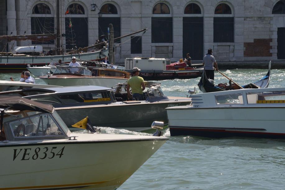 #venezia Tassista picchiato a Rialto, individuato ...