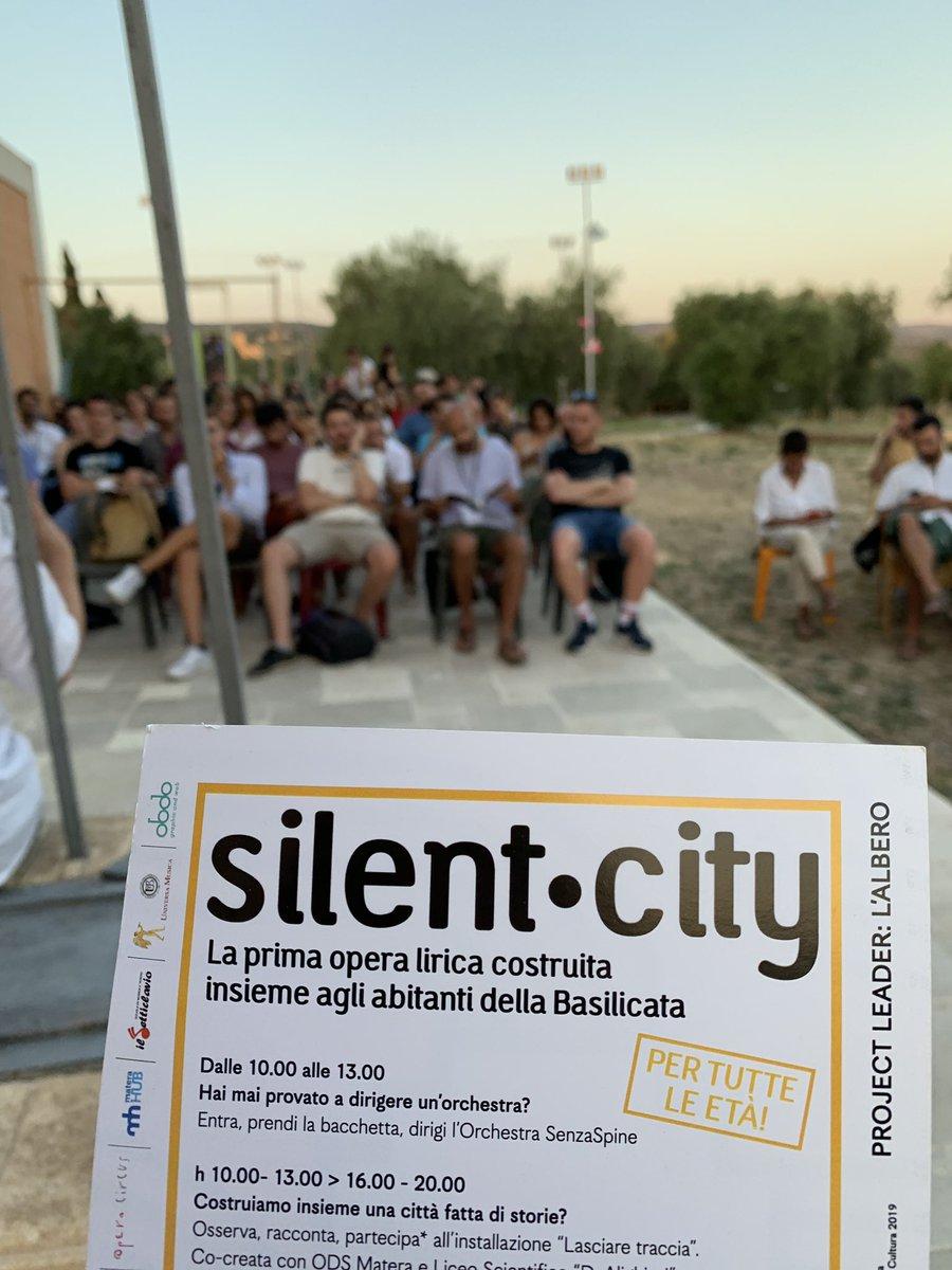 Come si rende una comunità co -creatrice? Come si costruisce la ownership di un processo artistico di comunità? Abbiamo raccontato oggi #silentcity ai 40 ragazzi della #renasummerschool2019 @ProgettoRENA #Matera2019 #CoMatera2019 #OpenFuture @vaniacauzillo