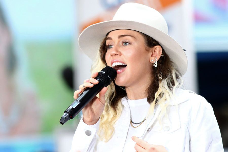 Miley Cyrus joins Chris Rock, Mark Ronson, and Sarah Silverman as investors in @LowellHerbCo.  https://t.co/ALH4mkMHuy https://t.co/srqdGoEQXG
