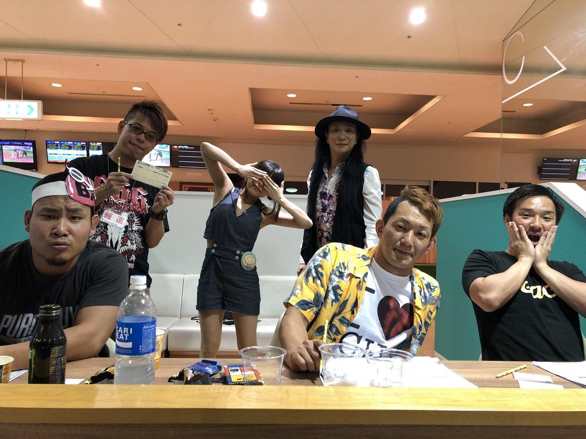 ニコプロの新たな番組のロケで川崎競馬場へ!いい感じのおとうさんがロケを気にしていて、この感じグッときた! 新宿二丁目プロレスの番組だけど関係なさそうな内容、、、詳細は震えてまて!! 行き帰りに堀之内を通る快感。 #pr666 #ニチョプロ