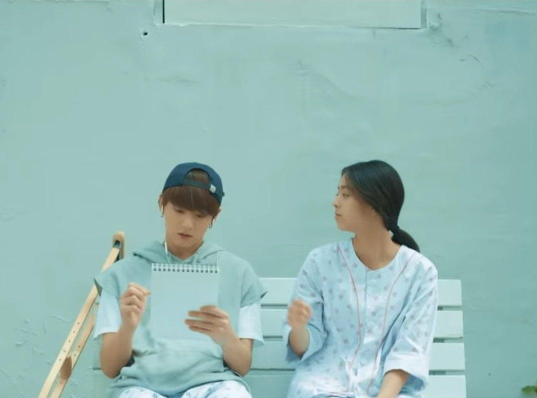 จองกุก - สมุดวาดภาพกับดินสอ โฮป - เค้กวันเกิด จีมิน - ร่ม นัมจุน - สมุดสีน้ำเงิน ?