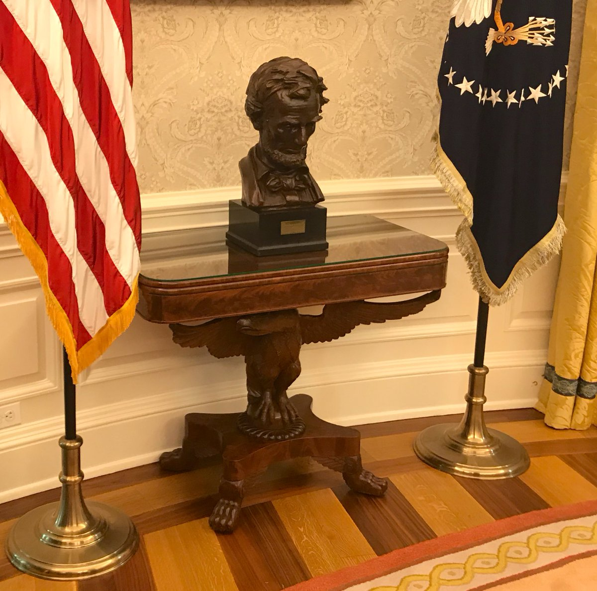 Visto en el Despacho Oval de la era Trump: un Lincoln cabizbajo.