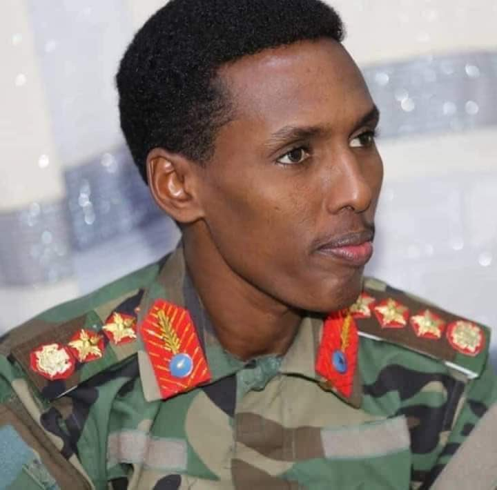 Somali cabinet appointees the commanders of military, police and the national intelligence, (NISA) The reshuffle comes as federal Govt's army and AMISOM troops, intensified their battle against #Alshabab in the frontlines of Lower Shabelle region.<br>http://pic.twitter.com/YceYOGUYd0
