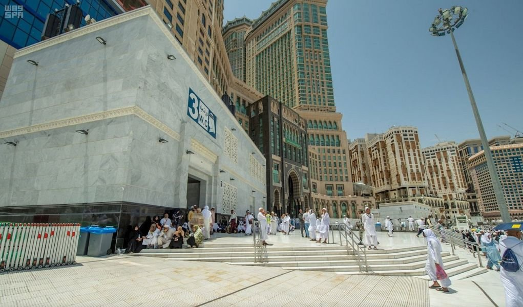 A project to add more than 3,000 meters square of courtyard space near to the Grand Mosque in #Makkah is almost complete  https:// bit.ly/2ZtHYgA     <br>http://pic.twitter.com/H2hd0QplBt