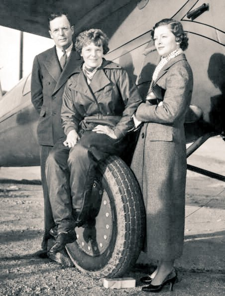 #MyrnaLoy with #AmeliaEarhart  and George Putnam c. 1934 https://t.co/fQSp6OgJL0
