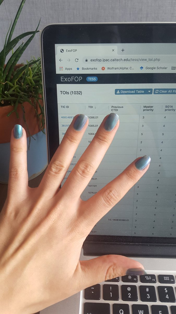 I have holo nails and posted 37 TOIs from sector 13 last night, pushing @NASA_TESS to over 1000 TOIs. Life is good. <br>http://pic.twitter.com/ibL6Y4UsJy