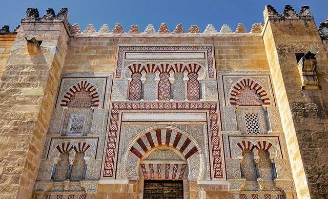 """""""Bajo los Muros de Almanzor"""" 🕌 • • #PuertadeSanJosé en el muro oriental de la #MezquitadeCórdoba. #Mezquita-#catedral de #Córdoba. #AlAndalus / #Andalucía. » https://ift.tt/2TZsBXR"""