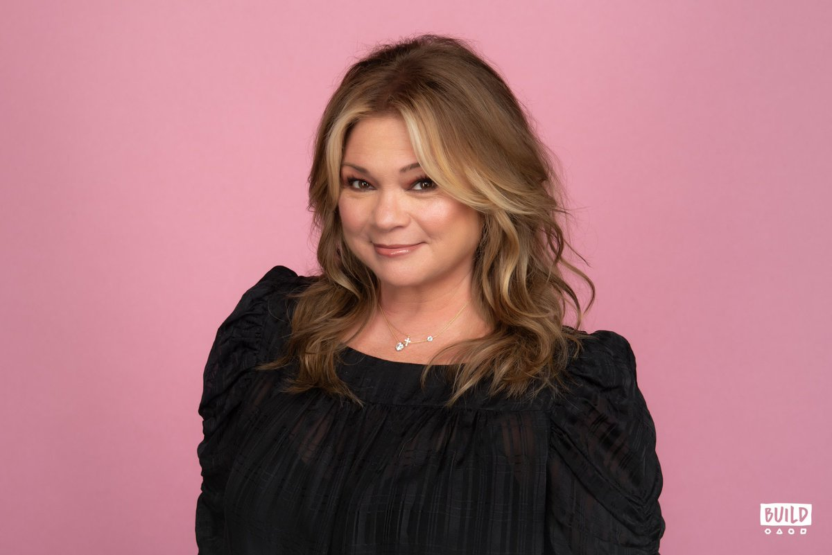 .@FoodNetwork star Valerie Bertinelli (@Wolfiesmom) dropped by and we're still smiling!  Check it out:  http:// build.nyc/valerieb    .<br>http://pic.twitter.com/7wdSiPHE4D