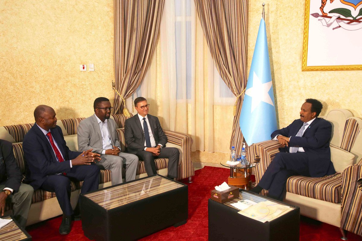 H.E. @M_Farmaajo, #Somalia President, has received in audience a high-powered delegation from @IFJGlobal. The delegation was headed by Cde Younes Mjahed, IFJ President. Top journos leaders hailed positive developments for free expression and association in Somalia.