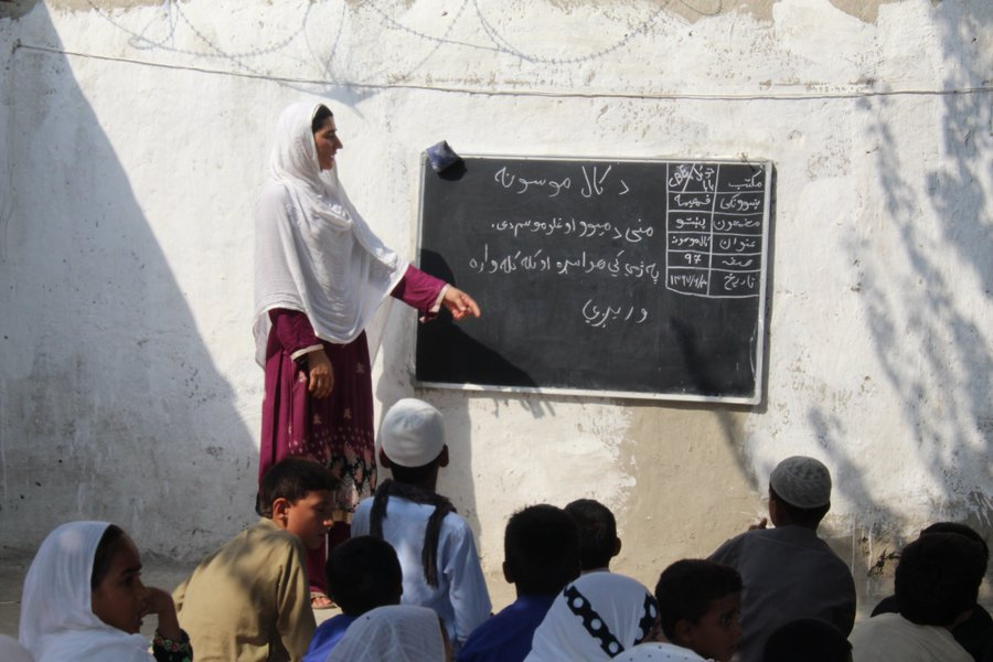 #EducationCannotWait is committed to #genderequality & #girlseducation in all its investments. @EduCannotWait +partners aim to mobilize $1.8B by 2021 to deliver education to 9M children living in crises. @ungei @malalafund @yasminesherif1 @glblctzn More: educationcannotwait.org