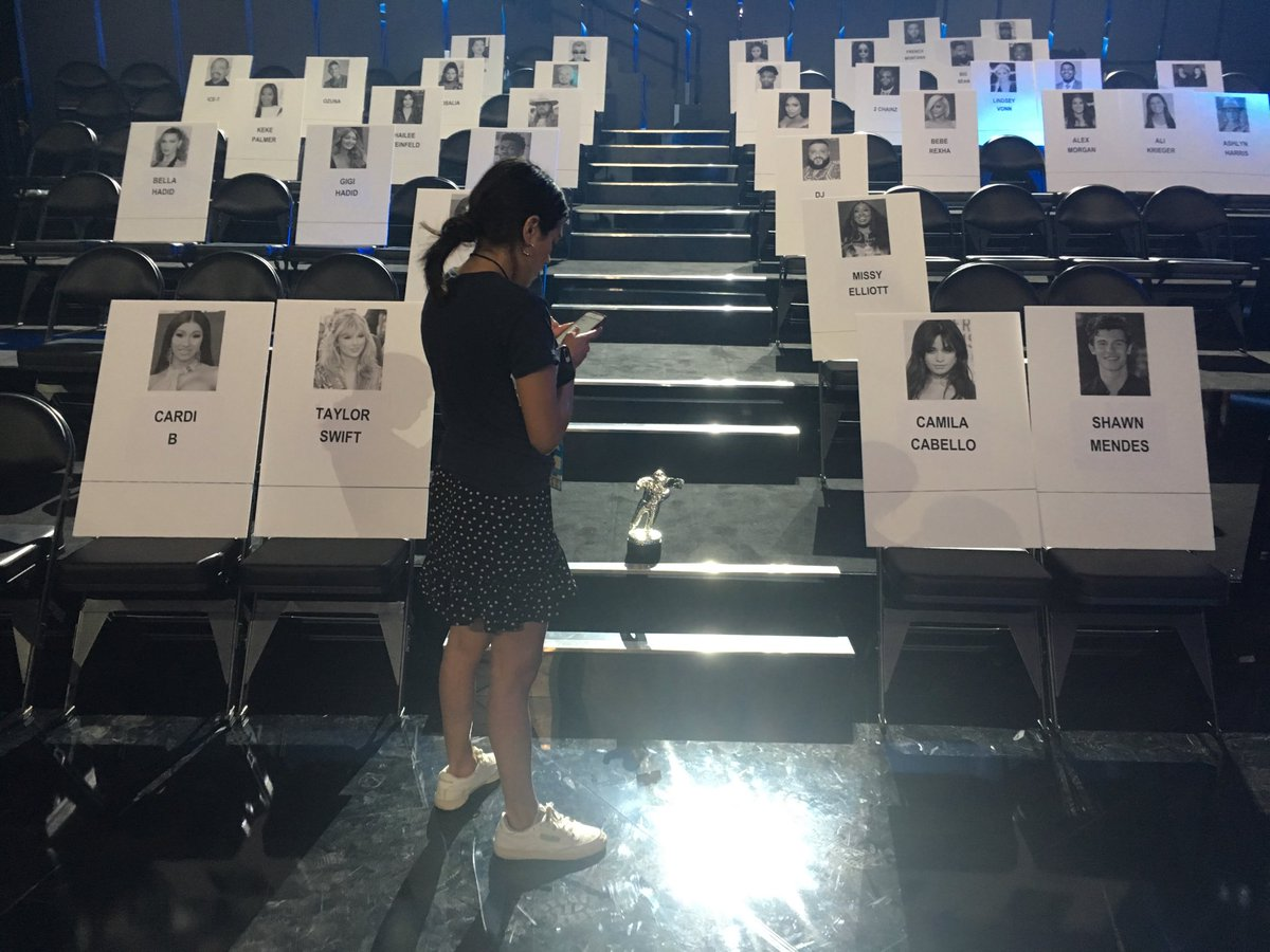 first look at the @vmas seating chart - front 4 is @iamcardib and @taylorswift13 + @ShawnMendes + @Camila_Cabello (the happy couple)<br>http://pic.twitter.com/hRJU3zL1GF