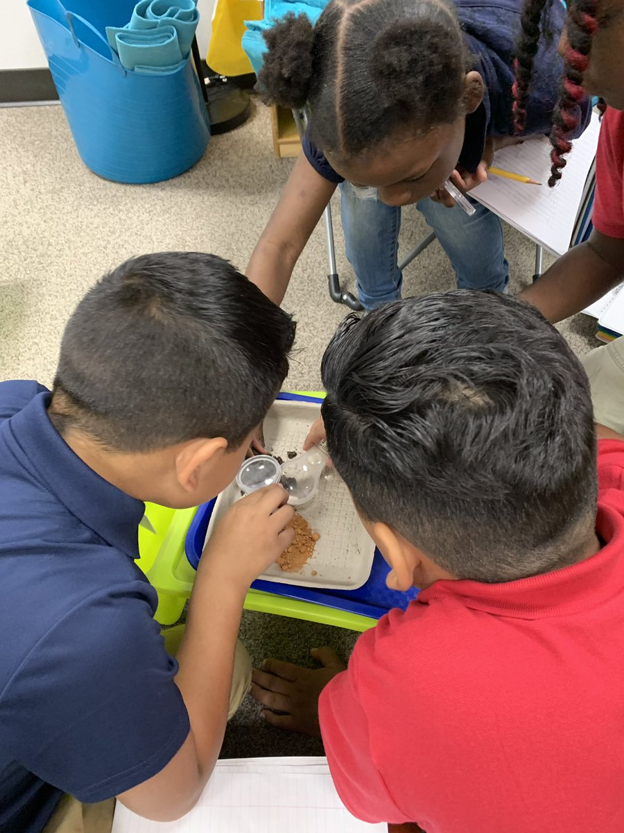Hands on Science! Observing and recording properties of different soil types. @HicksTigers #WeareHicksElem<br>http://pic.twitter.com/TjBsDJG2Eu