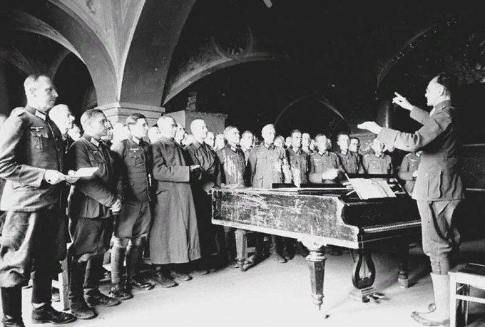Мужской хор Спасо-Евфимиевыего монастыря в 1943 году