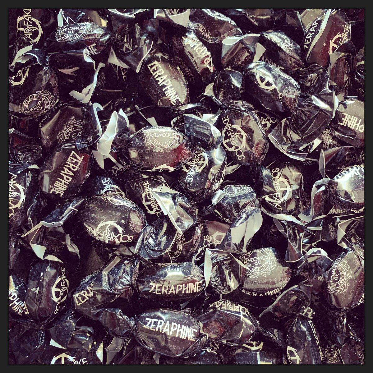 Sweets for my sweet, sugar for my fan club...  Schönen guten Abend sagt Shadowplay e. V. #sweets #bonbons #shadowplay #shadowplay_ev pic.twitter.com/Jmne8SjdGE