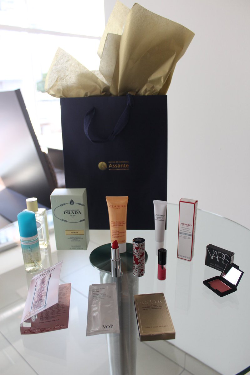 Can you believe this #SwagBag  thank you Dave! The Client Appreciation event was a total success  @davelackie #beautyfinance #events #clientsfirst #financialadvise  <br>http://pic.twitter.com/TvMXKGh3dH