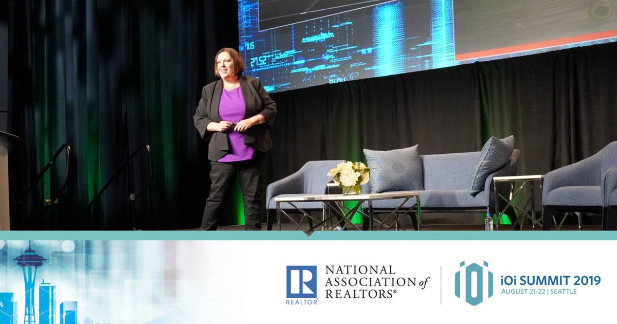 """Katie Lance, CEO & Founder of Katie Lance Consulting - """"The key to social is answering this question, what does it feel like to work with you?"""" #iOiSummit<br>http://pic.twitter.com/7mvawZuyT6"""