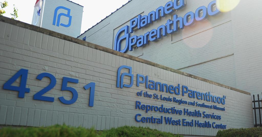Tennessee man arrested for threatening to 'shoot up' a Planned Parenthood cbsn.ws/30pot61